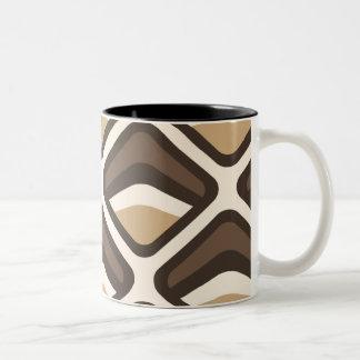 Brown y diamantes redondeados beige taza de dos tonos
