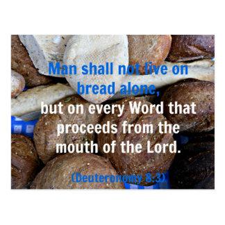 Brown y el pan blanco con la biblia de Deuteronomy Postales