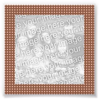 Brown y foto rosada del marco de los puntos cojinete