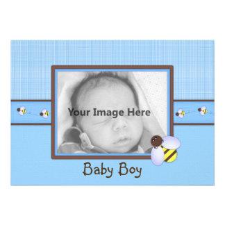 Brown y invitación azul del nacimiento del bebé