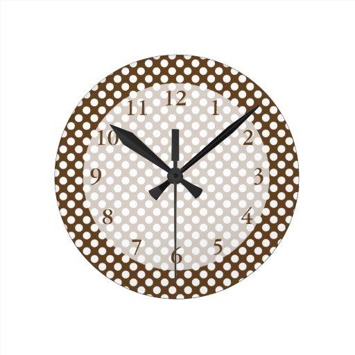 Brown y lunar blanco reloj redondo mediano