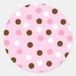 Brown y lunares rosados pegatina redonda