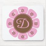 Brown y monograma rosado D Tapetes De Ratón