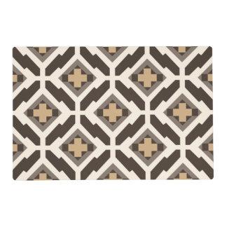 Brown y mosaico geométrico beige salvamanteles