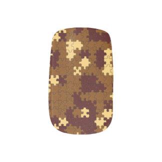 Brown y pedazos amarillos del rompecabezas arte para uñas