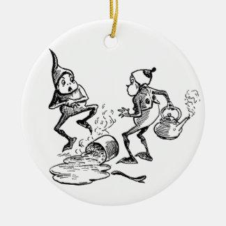 Brownie que acuna la mano lastimada adorno navideño redondo de cerámica
