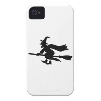 Bruja con la escoba vuela iPhone 4 Case-Mate coberturas