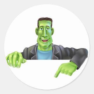 Bruja de Frankenstein que señala abajo Pegatina Redonda
