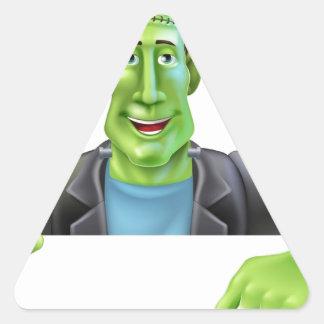 Bruja de Frankenstein que señala abajo Pegatina Triangular