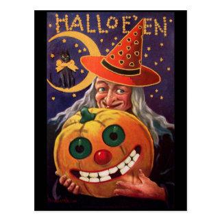 Bruja de Halloween con la calabaza divertida Tarjetas Postales