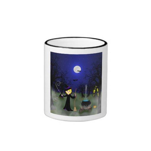 Bruja de Halloween con la caldera Taza De Café