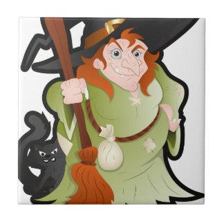 Bruja de Halloween del dibujo animado con un gato Azulejo Cuadrado Pequeño