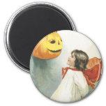 Bruja de Halloween del vintage Imanes Para Frigoríficos