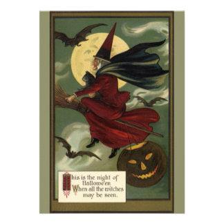 Bruja de Halloween del vintage que monta una escob Invitación