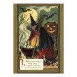 Bruja de Halloween del vintage que revuelve la cal Invitación