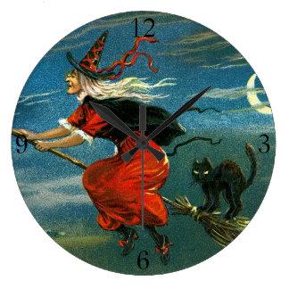 Bruja de Halloween del vuelo con el gato Reloj Redondo Grande