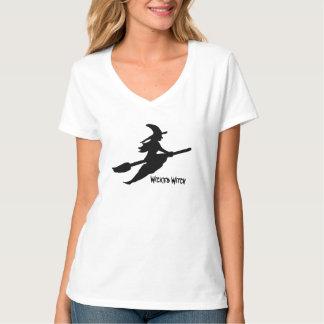 Bruja de Halloween en la camiseta de las señoras Playera