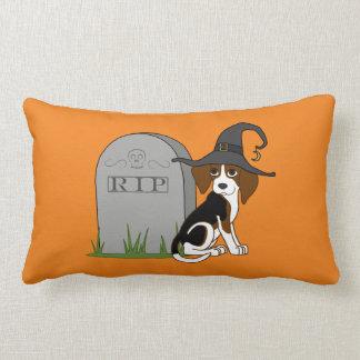 Bruja del beagle con la piedra del sepulcro del almohada