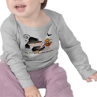 Bruja del bebé mis 1ros T-S largos infantiles de l Camisetas