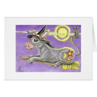 Bruja del burro de Halloween y escoba del vuelo Tarjeta De Felicitación