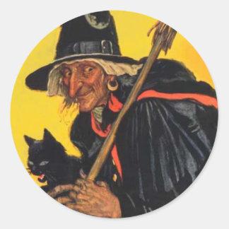 Bruja del vintage con el gato negro pegatina redonda
