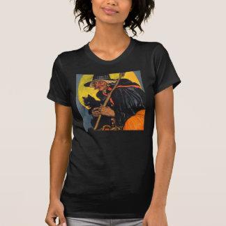 Bruja del vintage con el gato negro camiseta