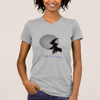 Bruja del vuelo de Halloween Camisas