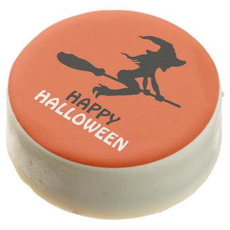 Bruja en feliz Halloween del palo de escoba