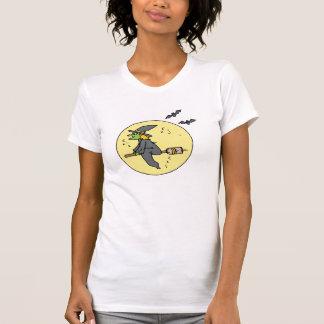 bruja en la luna camiseta