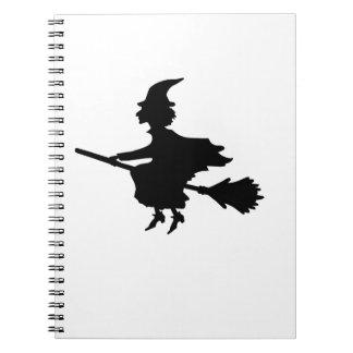 Bruja en un Brromstick Cuaderno
