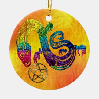 Bruja encantadora de la serpiente adorno navideño redondo de cerámica