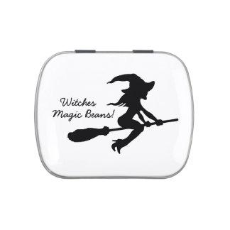 Bruja mágica de las habas de las brujas en el palo latas de dulces
