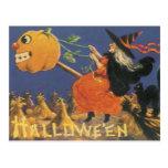 Bruja pasada de moda de Halloween Postal