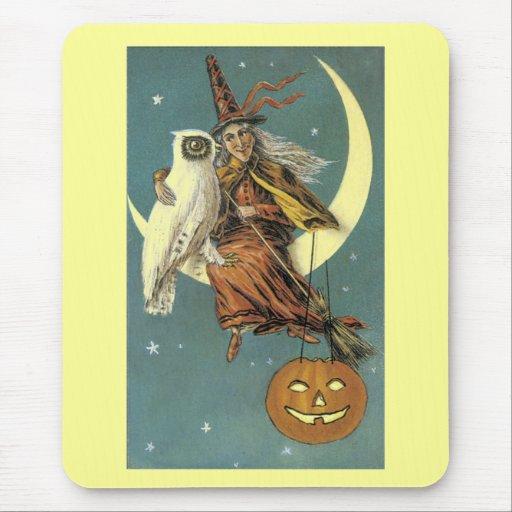 Bruja pasada de moda de Halloween y la luna Alfombrilla De Ratones