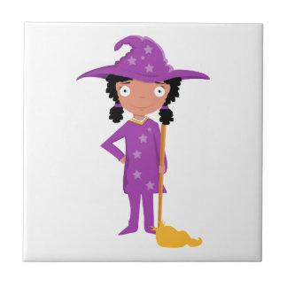 Bruja púrpura linda azulejo cuadrado pequeño