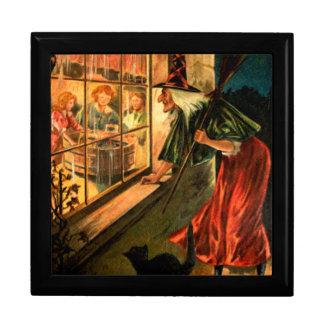 Bruja que mira a través de ventana cajas de joyas