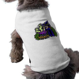 Bruja que revuelve brew camisa de perrito