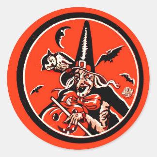 Bruja retra de Halloween del kitsch del vintage y Pegatina Redonda