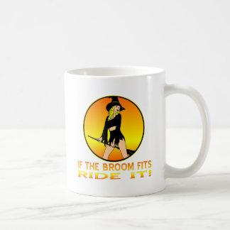 Bruja si los ajustes de la escoba lo montan taza de café