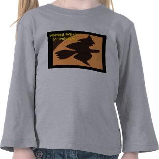 Bruja traviesa en el entrenamiento camiseta