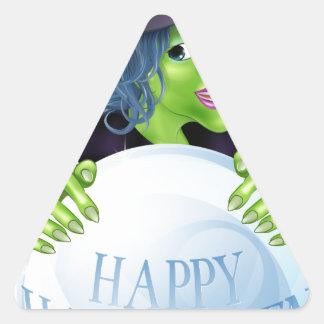 Bruja y bola de cristal de Halloween Calcomanía De Triangulo Personalizadas