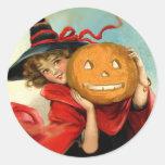 Bruja y calabaza - regalos del arte del vintage de pegatinas redondas