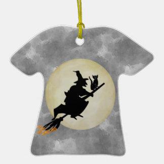 Bruja y gato adorno de cerámica en forma de camiseta