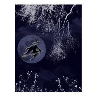 Bruja y luna de Halloween Postal