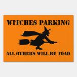 Brujas de Halloween que parquean humor