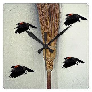Brujas, pájaros y mosca del tiempo relojes