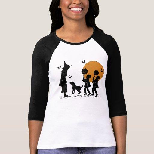 Brujos perro y palos de las brujas de Halloween Polera