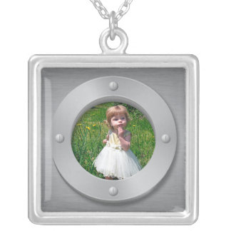 Brushed metal look with round frame necklace