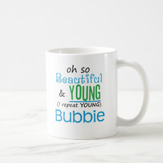 Bubbie hermoso y joven taza básica blanca