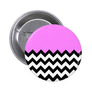 Bubblegum-Rosado-En-Negro-y-Blanco-Zigzag-Modelo Pin